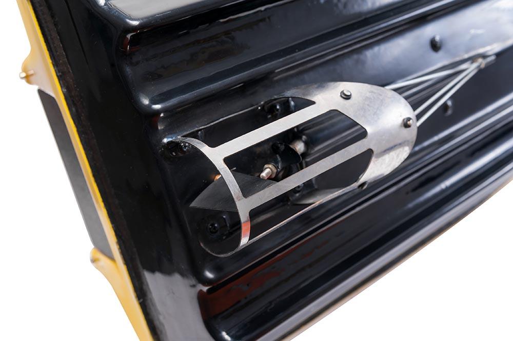 Увеличенное фото защиты двигателя кораблика Тигр мини